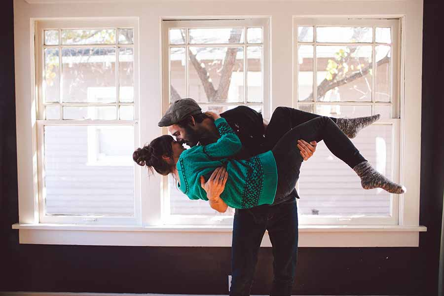 7 Arguments Couples Will Have When Moving In Together - The HipVan Blog